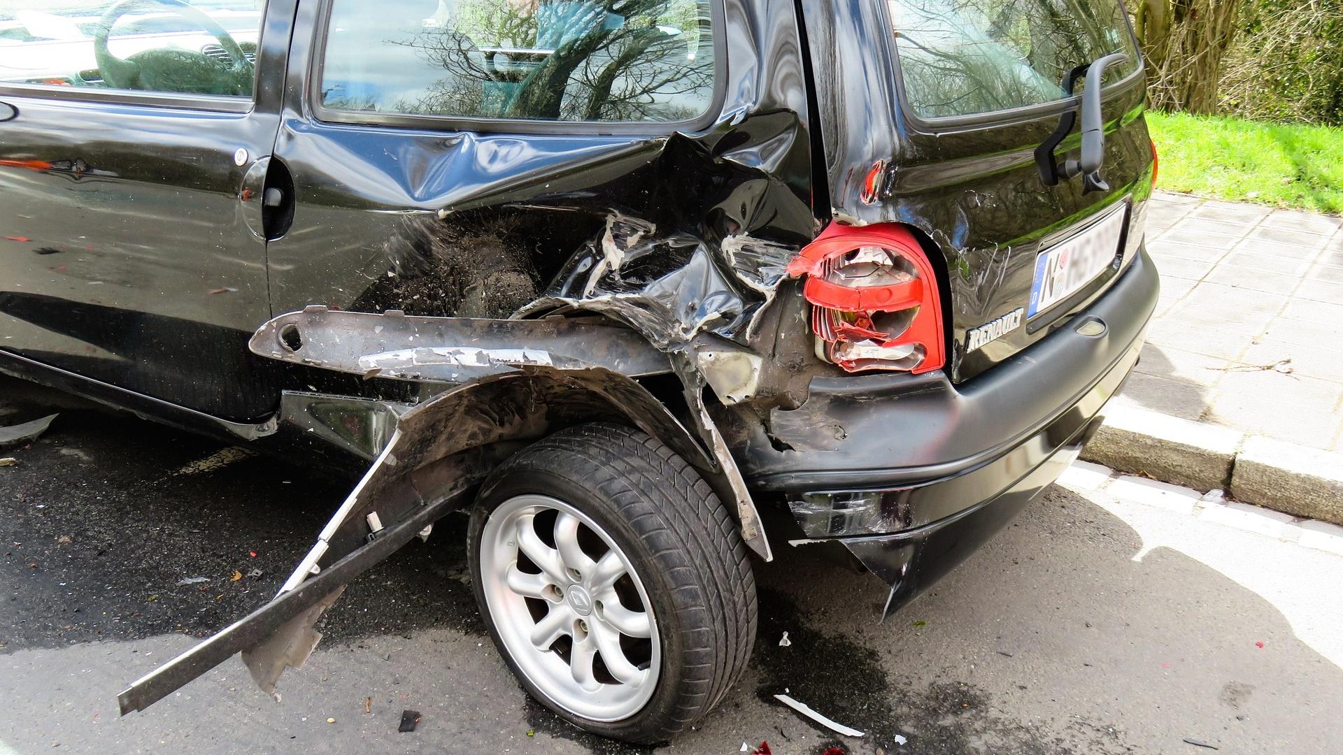 仕事の車で事故を起こしたら一律5万円の罰金を取る規則は無効です