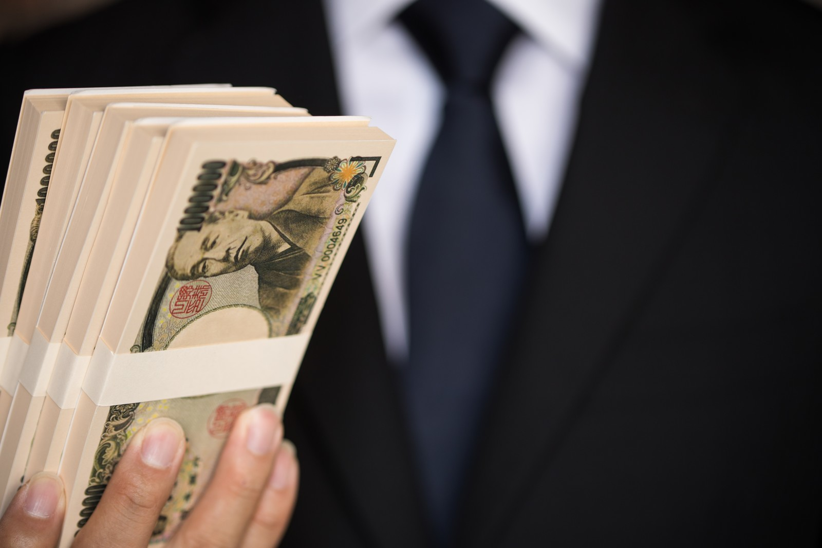 【旦那の年収1千万円】高収入の旦那なら専業主婦になれるのか?